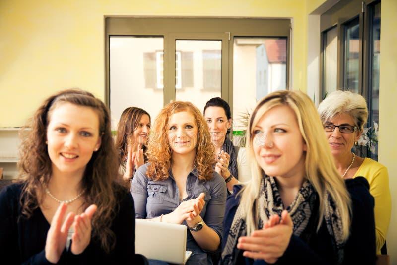 Seminarium för kvinnor endast royaltyfria bilder