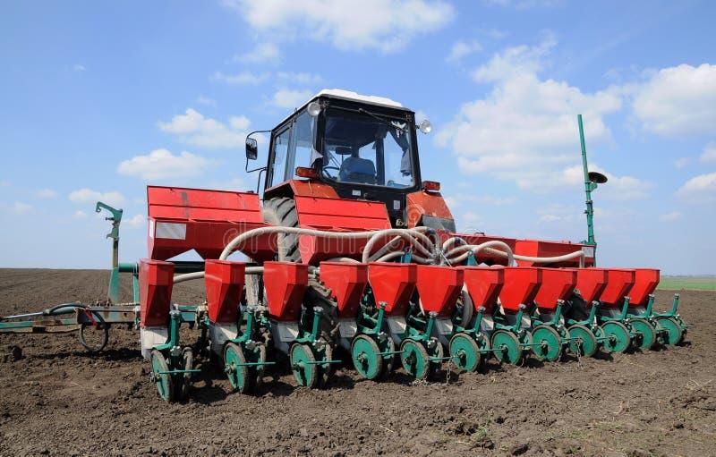 Seminatrice tractor_2 di precisione immagine stock