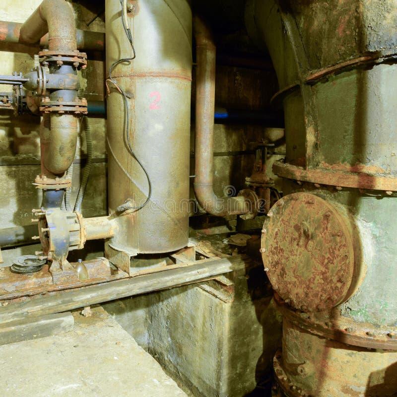 Seminterrato Di Una Stazione Di Pompaggio Dell'acqua Post ...