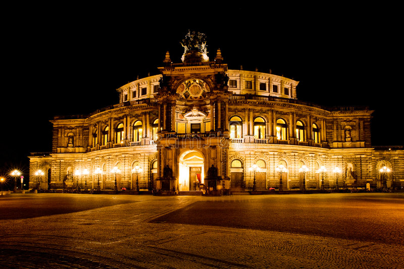 Semper歌剧在晚上 免版税库存图片
