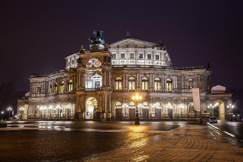 Semper-Opernhaus nachts in Dresden; Deutschland stockbilder