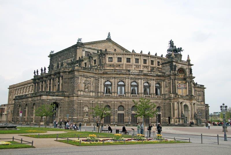 Semperoper die het operahuis van Sachsische Staatsoper Dresden is royalty-vrije stock foto