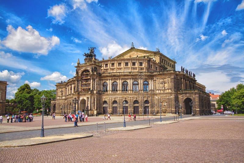 Semperoper in Dresden in de zomerdag royalty-vrije stock foto's