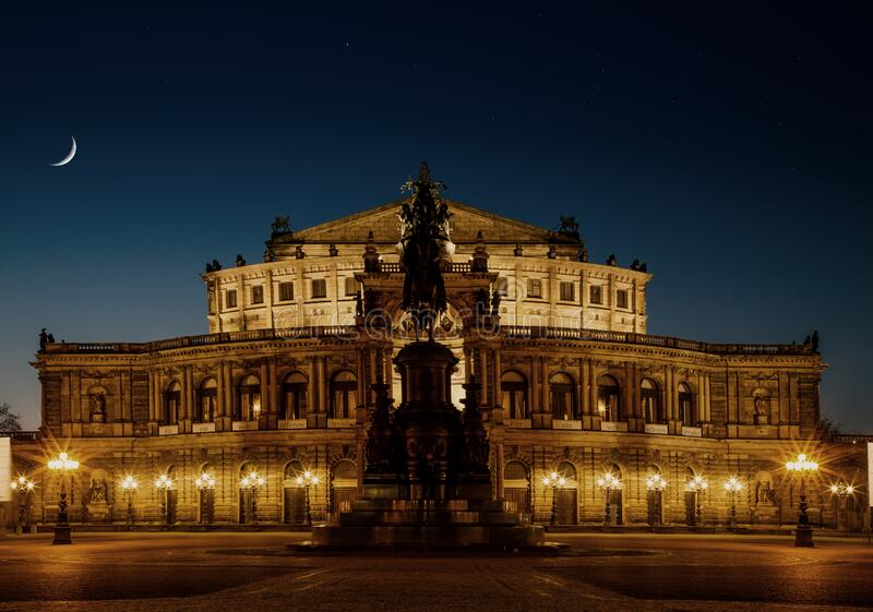 Semperoper At Night Free Public Domain Cc0 Image
