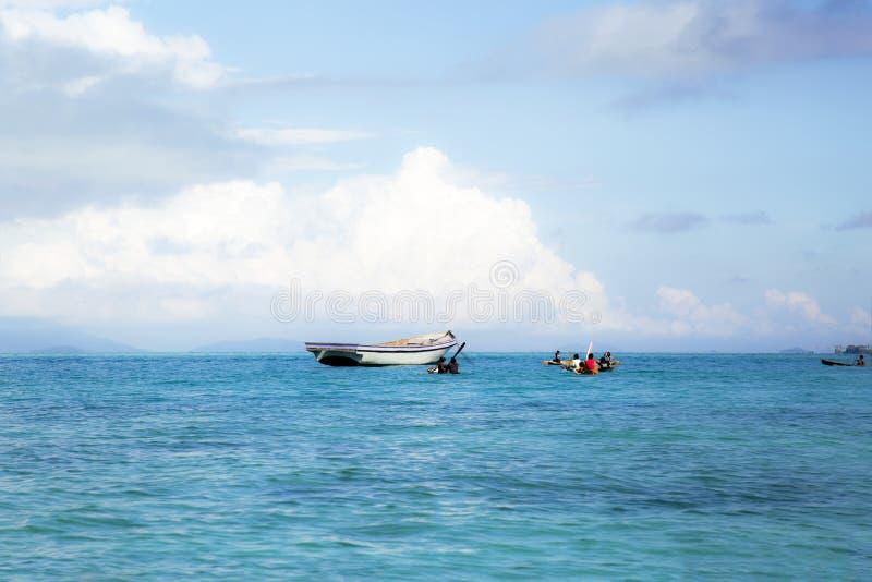 Semporna Tanjung är stranden arkivbild