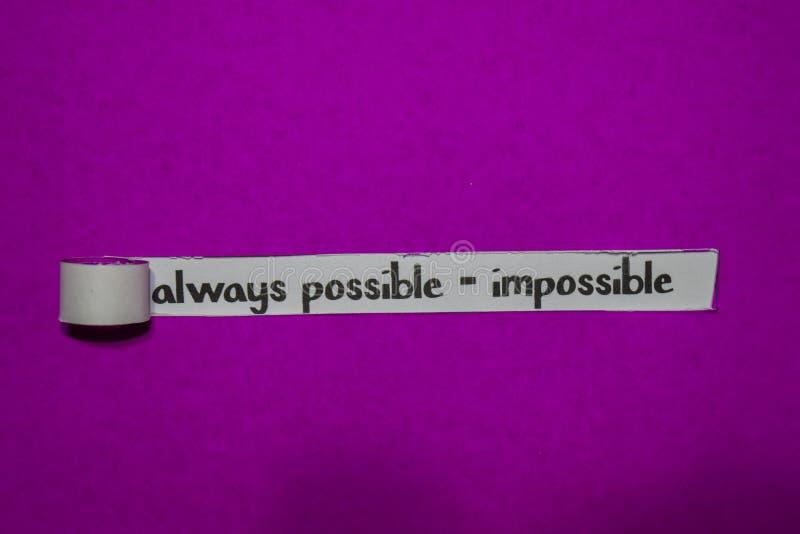 Sempre possível - conceito impossível, da inspiração, da motivação e do negócio no papel rasgado roxo imagem de stock