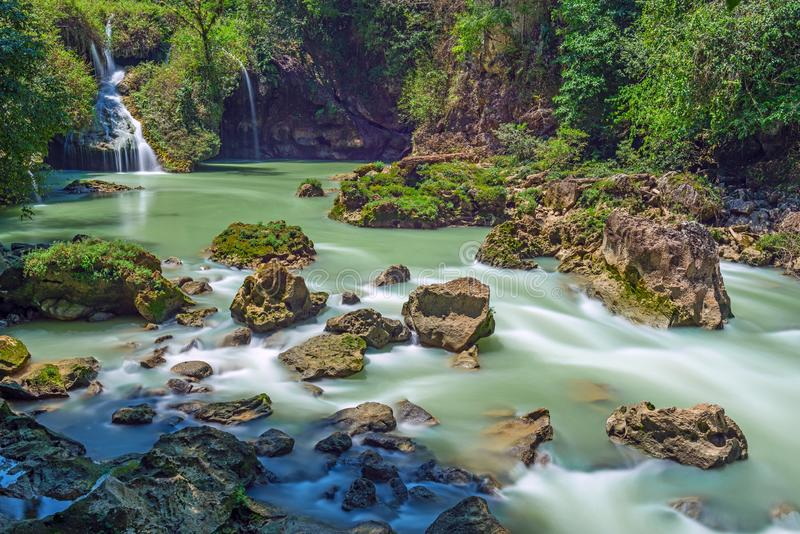 Semuc Champey каскадирует в Гватемале стоковое фото rf
