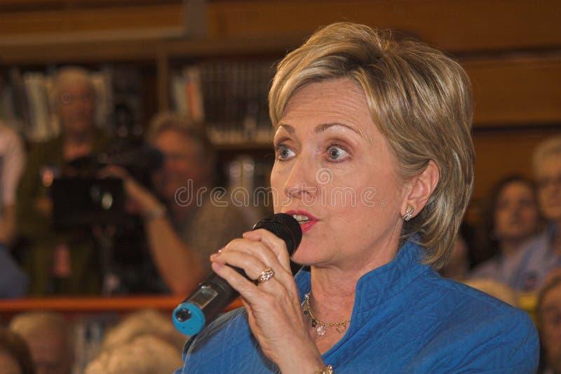 Sen. Clinton que contesta a una pregunta fotos de archivo libres de regalías
