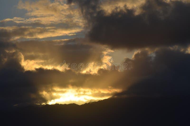 Sen dagsolnedgång i Kapaa, Kauai, Hawaii arkivfoto