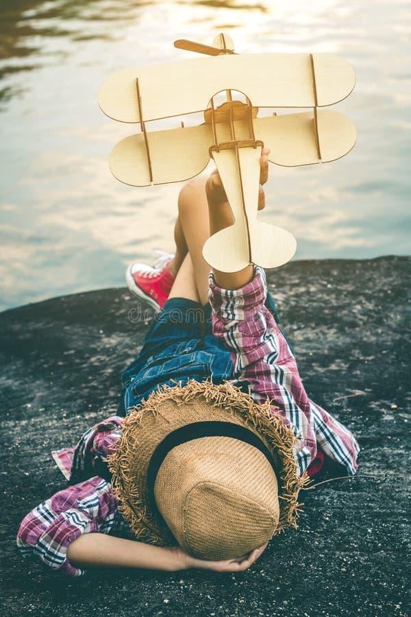 Sen dziewczyna która chce latać w niebie fotografia royalty free