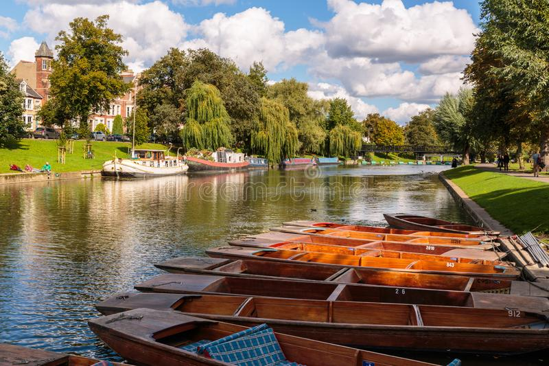 Sen sommar på flodkammen Cambridge England royaltyfri foto