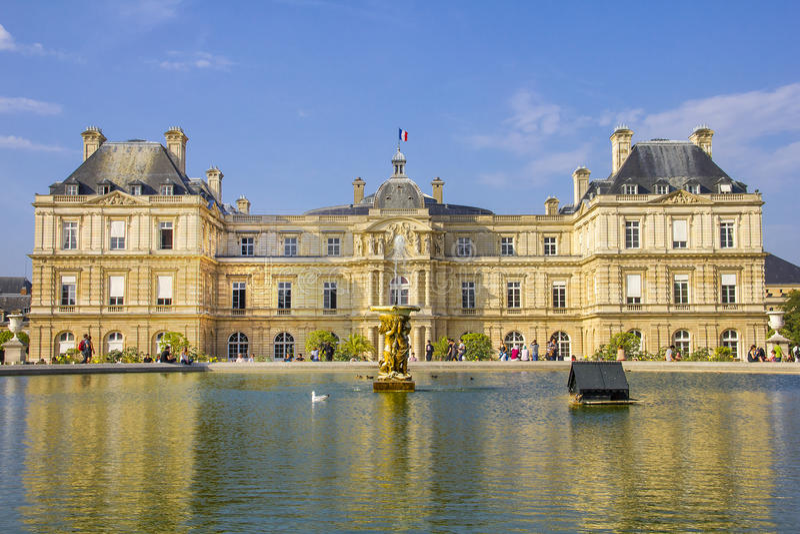 Senado francês e o Jardin du Luxemburgo imagens de stock