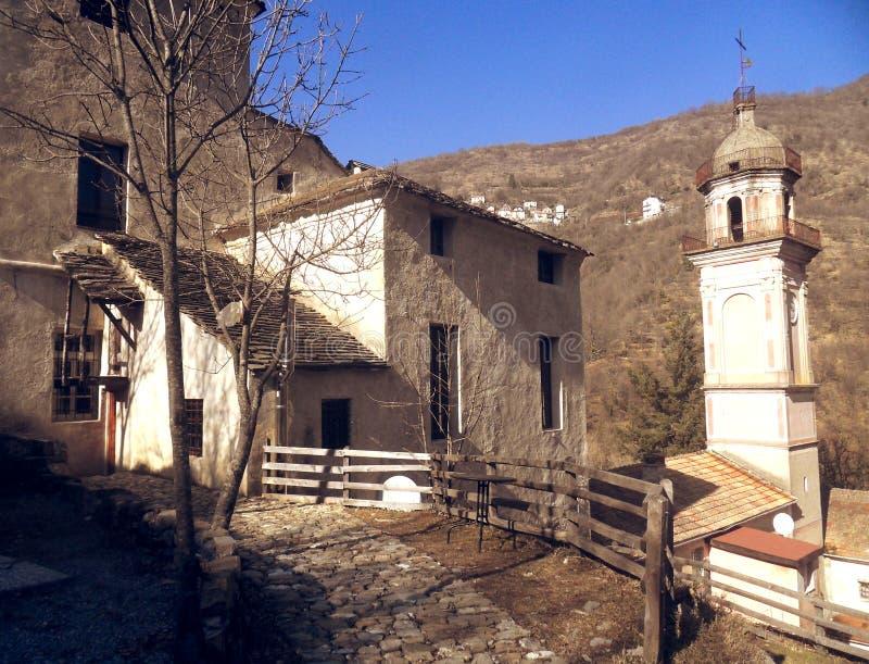 Senarega: das Dorf wo die Zeit gestoppt lizenzfreie stockbilder