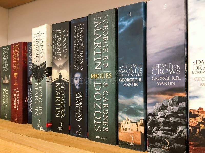 Senast engelska fantasiromaner som är till salu i arkivboklager royaltyfria foton