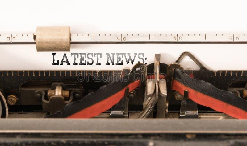 SENAST NYHETERNA för ord som är skriftlig på tappningskrivmaskinen fotografering för bildbyråer