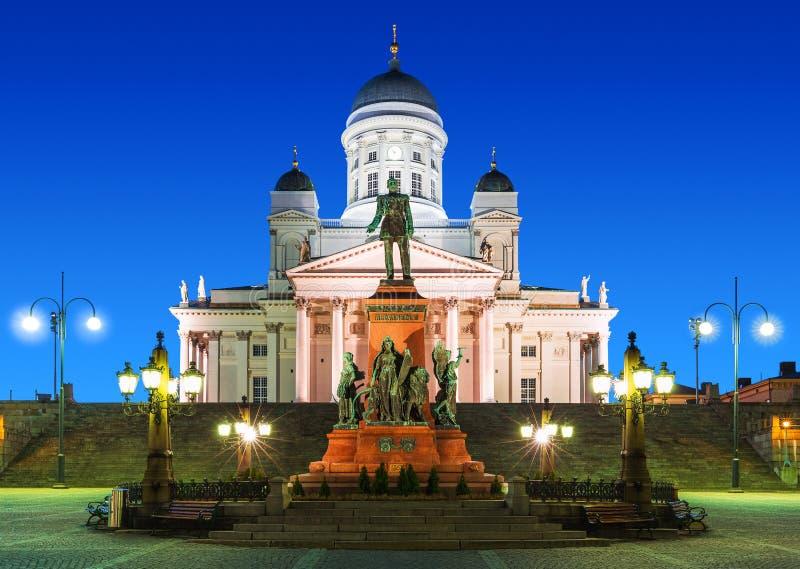 Senat-Quadrat nachts in Helsinki, Finnland stockfoto