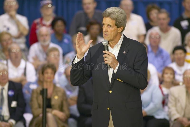 Senator John Kerry die publiek van oudsten richten op het Rec van de Valleimening Centrum, Henderson, NV royalty-vrije stock afbeelding
