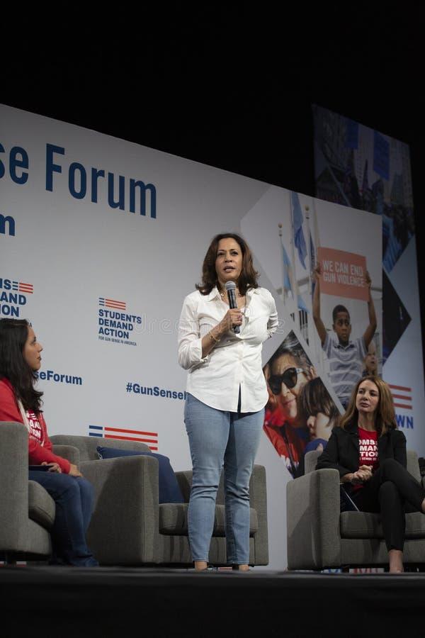 Senator Kamala Harris spreekt bij het Forum van de Kanonveiligheid, 8 Augustus, 2019 stock foto's