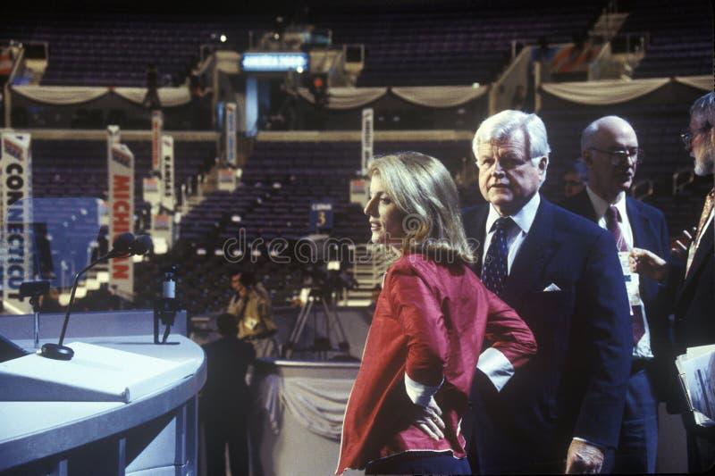Senator Ted Kennedy och Caroline Kennedy på den 2000 demokratiska regeln på Staples Center, Los Angeles, CA arkivfoton