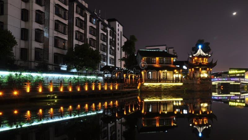 sences de nuit de rue de Yishang dans Huzhou photo stock