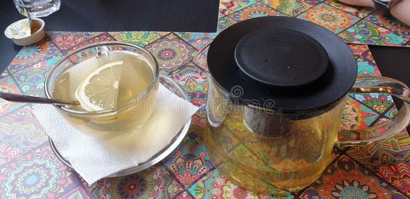 Sencha grönt te på små hanoi för timisoaraRumänien restaurang bistroer royaltyfria bilder