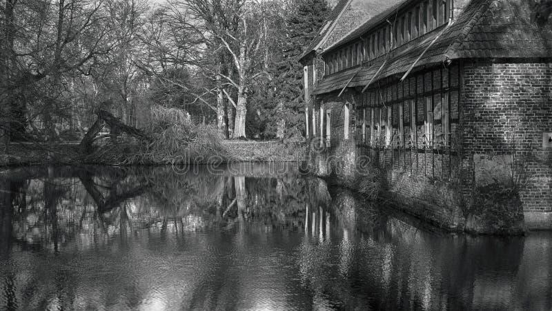 Senden, Coesfeld, Musterland en décembre 2017 - Watercastle Wasserschloss Schloss Senden pendant le jour ensoleillé en hiver image stock