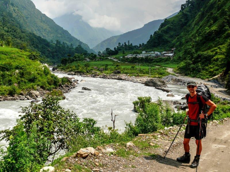 Senderismo del río de Marsyangdi, Nepal - de Annapurna fotografía de archivo