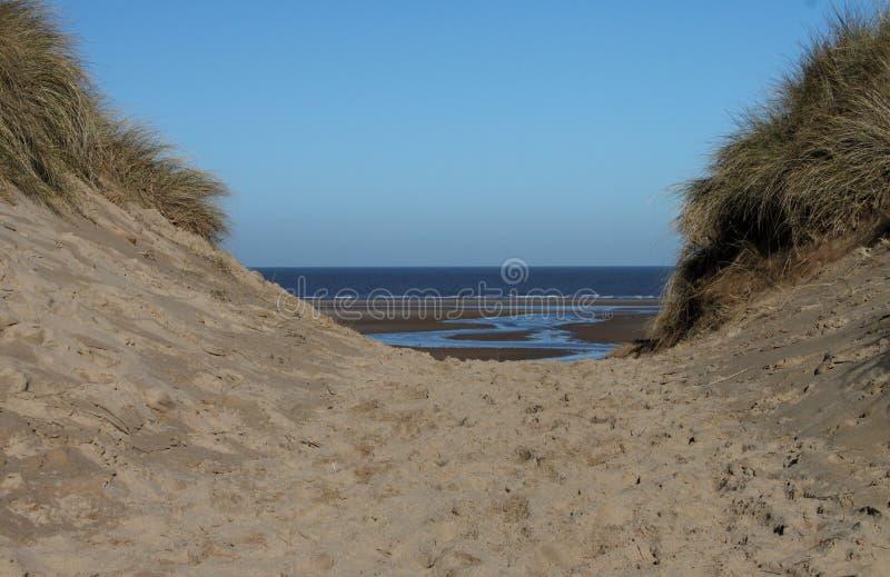 Sendero costero del norte de Norfolk, escena de la playa foto de archivo