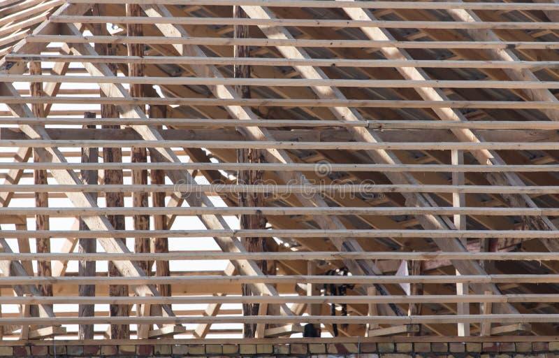 Sendo telhado construído da casa imagens de stock