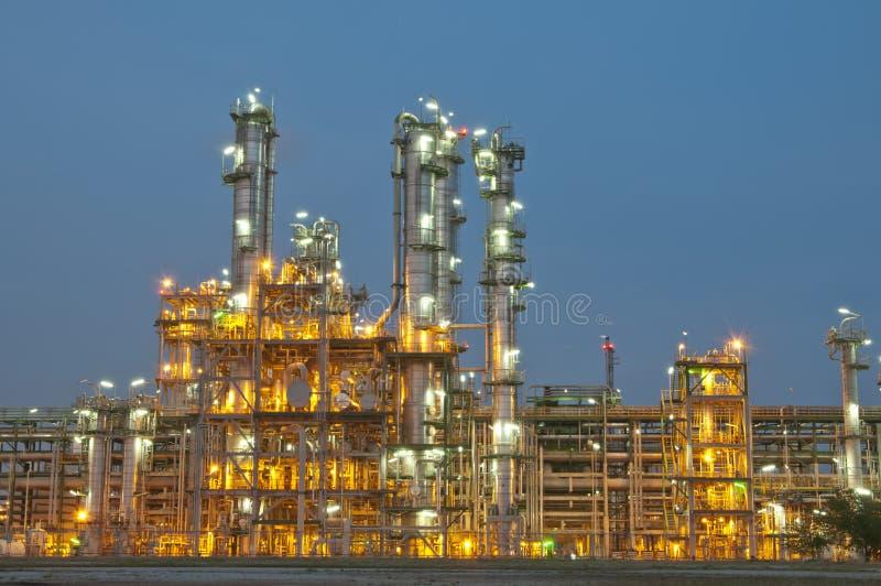 Sene da noite da central química imagens de stock royalty free