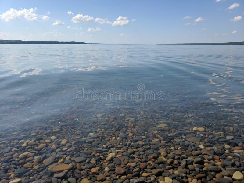 Seneca Lake på en stilla sommardag royaltyfria bilder
