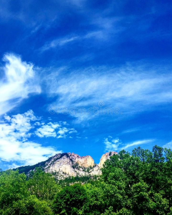 Download Seneca Rocks arkivfoto. Bild av natur, rocks, berg, jord - 76703874