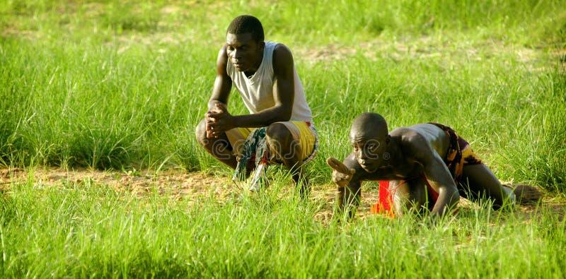 SENEGAL - 19 DE SETEMBRO: Homens no esforço tradicional (se atracar fotos de stock royalty free