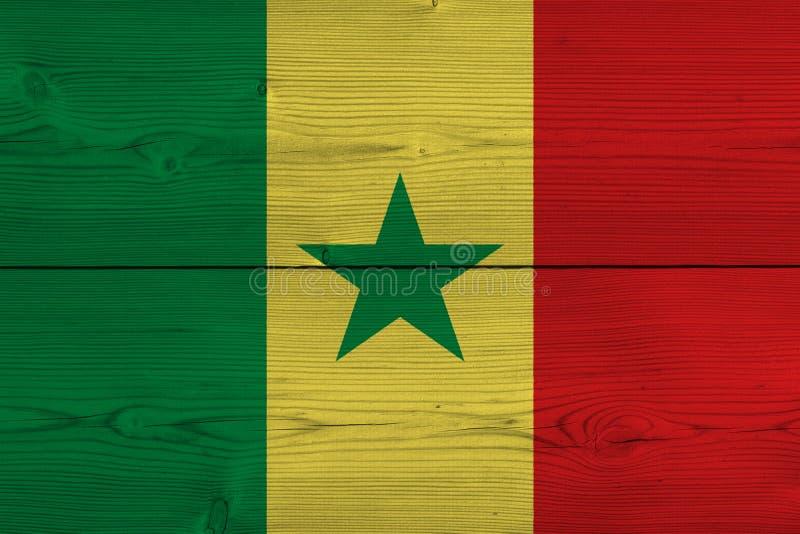 Senegal-Flagge gemalt auf alter hölzerner Planke stockfotografie