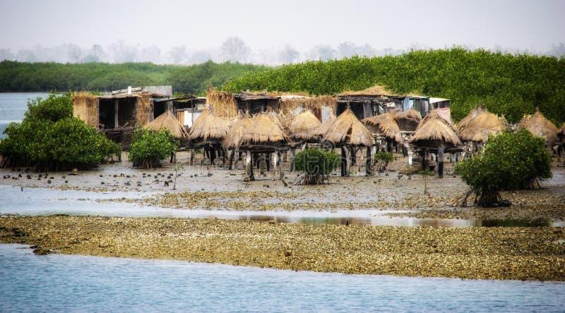 Senegal, Joal Fadiouth, alter Hirsedachboden auf Stapel lizenzfreies stockbild