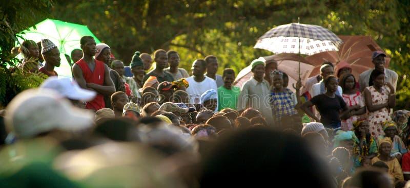 SENEGAL - SEPTEMBER 19: Mensen in de traditionele strijd (worsteling stock afbeeldingen