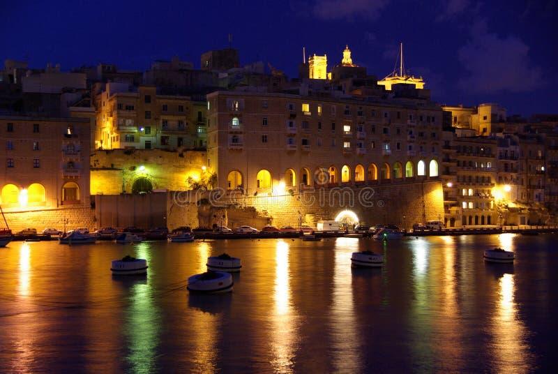 Senglea na noite, Malta foto de stock royalty free