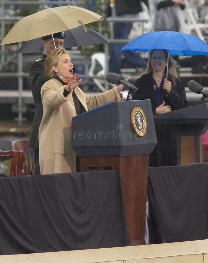A senhora anterior dos E Hillary Clinton, d NY fala durante a cerimônia de grande inauguração do William J clinton fotos de stock