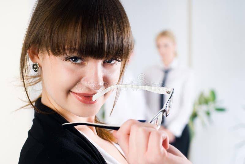 Senhora atrativa nova do negócio no escritório imagem de stock royalty free
