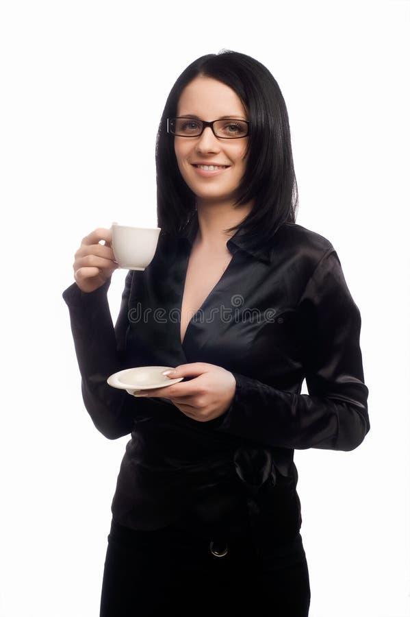 A senhora bonita está bebendo o café fotografia de stock