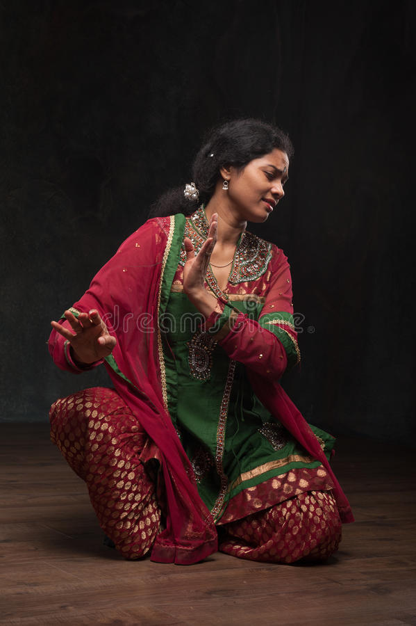 Senhora bonita no traje tradicional fotos de stock royalty free