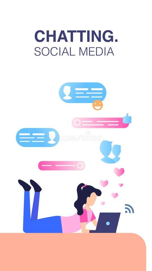 Senhora Chatting Online do Freelancer quando coloque no assoalho ilustração stock