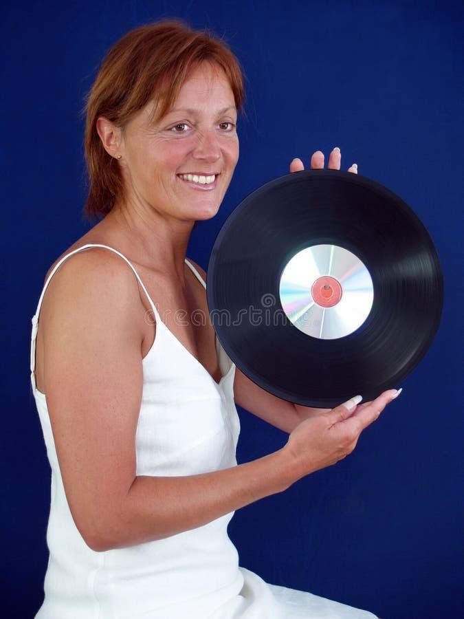 Senhora com registro de vinil imagem de stock