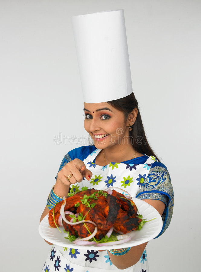 Senhora com sua galinha roasted foto de stock
