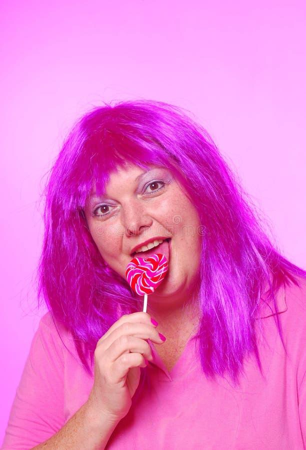 Senhora consideravelmente cor-de-rosa do lollipop foto de stock