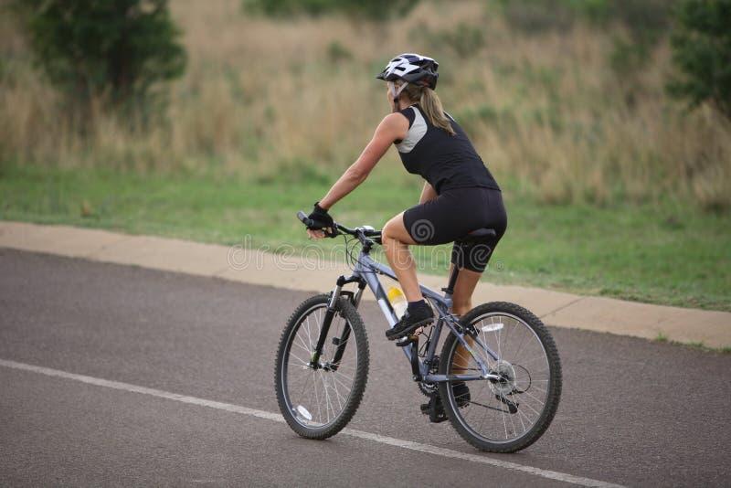 Senhora Cycling foto de stock royalty free