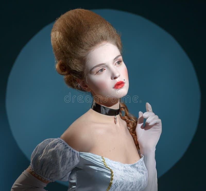 Senhora de Victotorian. Jovem mulher na imagem do século XVIII fotos de stock royalty free