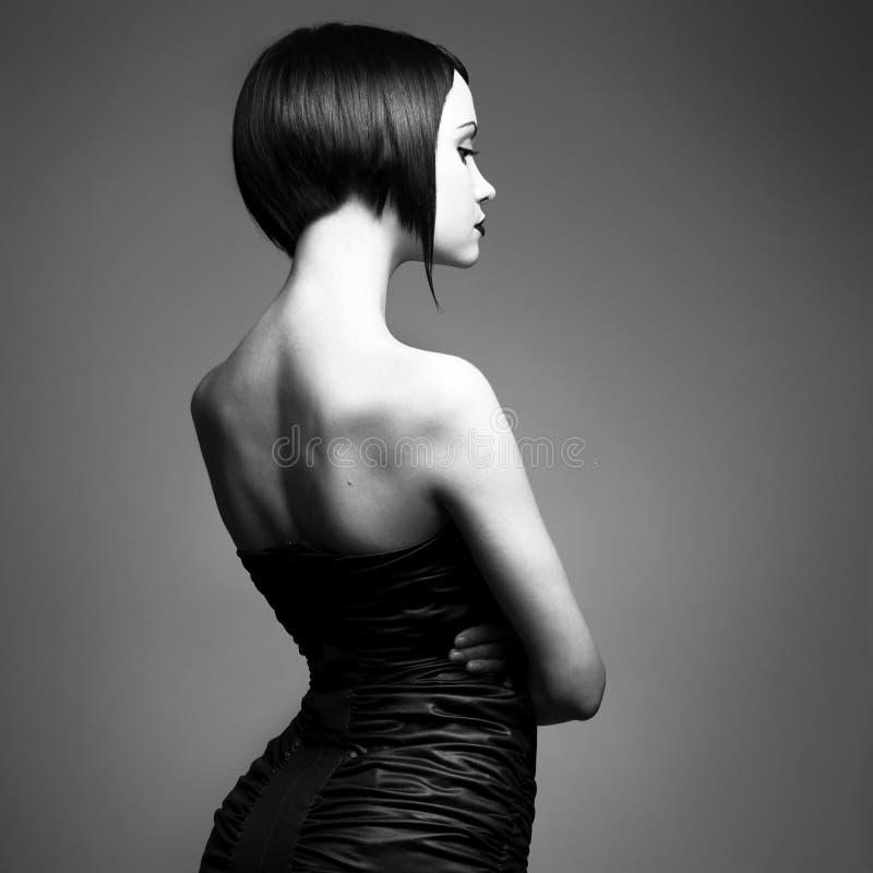 Senhora elegante com penteado à moda foto de stock