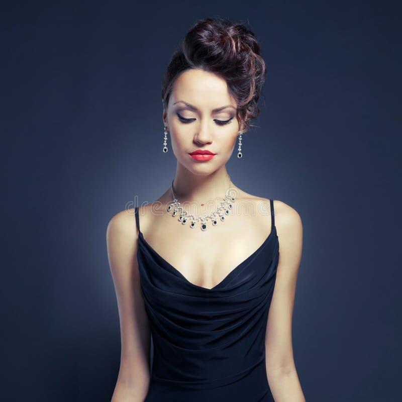 Senhora elegante no vestido de noite fotos de stock royalty free