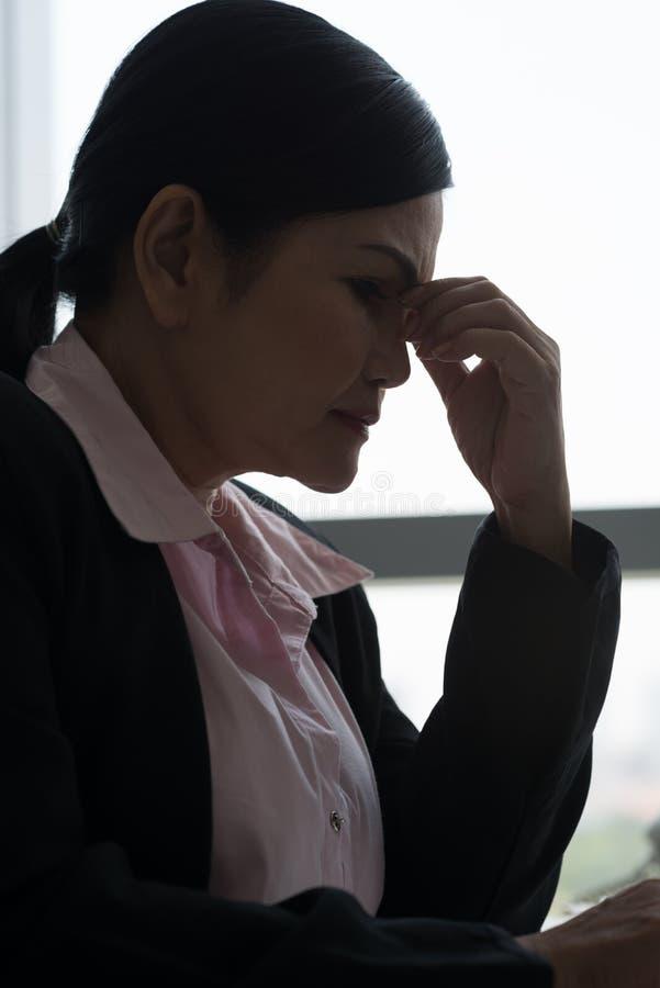 Senhora forçada do negócio imagem de stock
